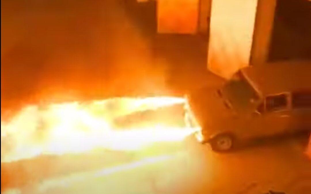 Lada που πετάει φλόγες (video)
