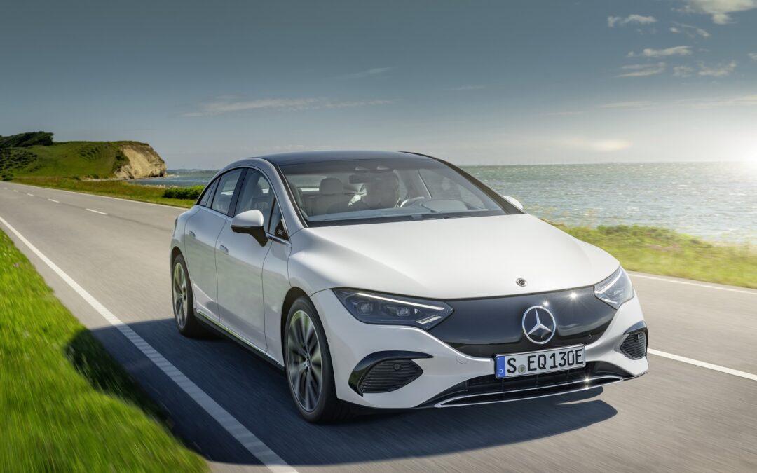 Η Mercedes E-Class γίνεται ηλεκτρική. Αυτή είναι η εντυπωσιακή EQE