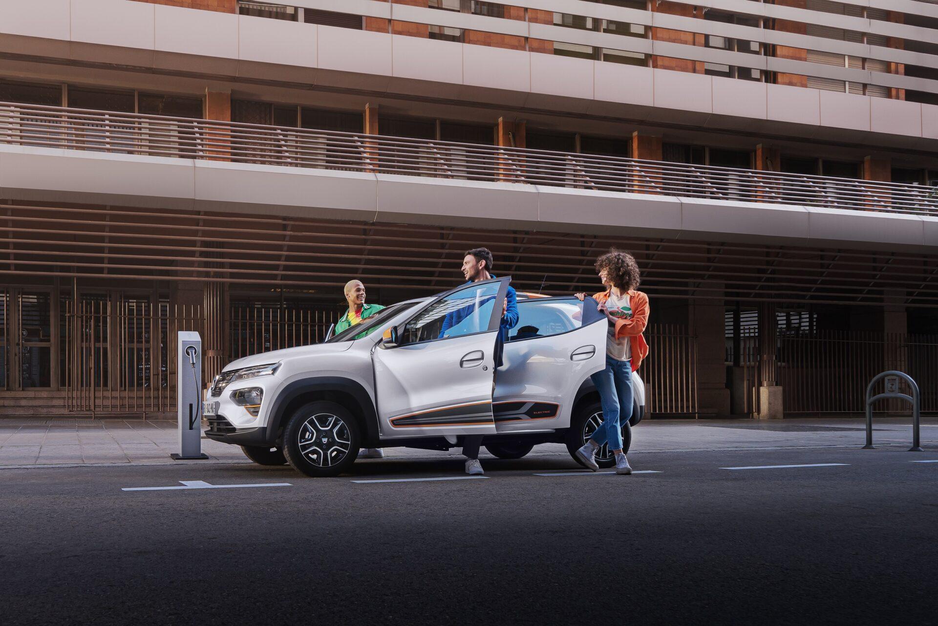 Το Dacia Spring μας κλείνει το μάτι και μας «βάζει» διαφορετικά στην ηλεκτροκίνηση