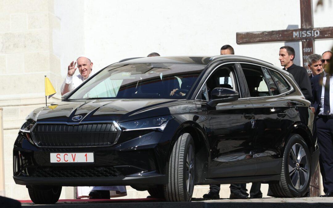 Ο Πάπας Φραγκίσκος κυκλοφορεί με ηλεκτρικό Skoda-Ποιες μετατροπές ζήτησε να γίνουν στο όχημα;