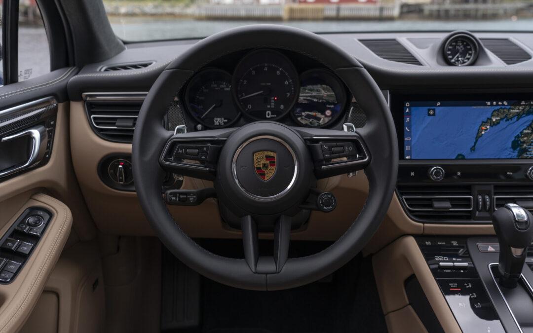 SUV της Porsche κόβει τους κινητήρες βενζίνης και γίνεται αποκλειστικά ηλεκτρικό