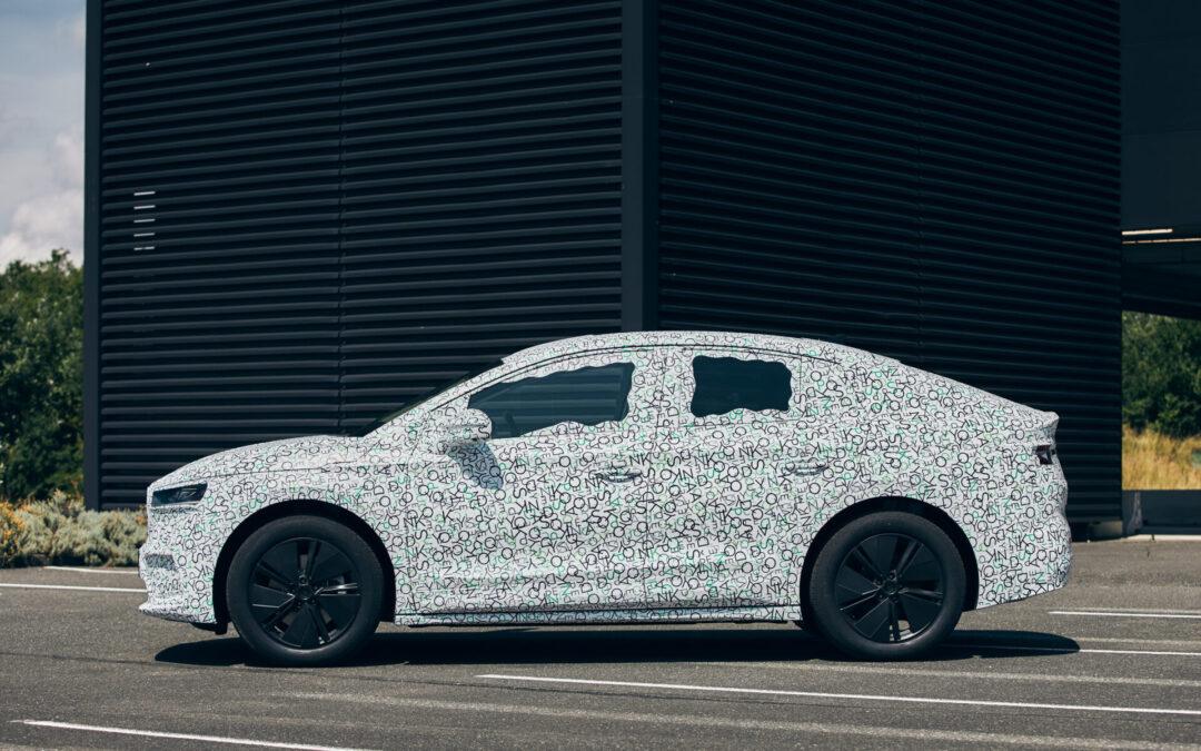 Κάνεις «τσουλήθρα» πάνω στην οροφή του νέου Skoda Enyaq Coupe iV (video)