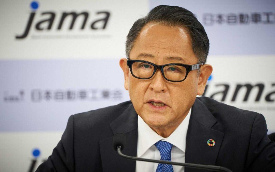 Καταστροφή για την οικονομία η κυριαρχία της ηλεκτροκίνησης λέει ο Akio Toyoda