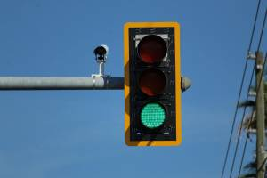 Σε ποιόν δρόμο μπήκαν οι πρώτες κάμερες για παραβίαση ερυθρού σηματοδότη;